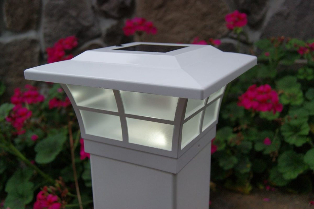 3 of the Best Solar Fence Post Lights Reviewed